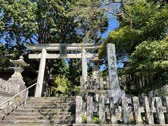 通りの終点にある城上神社