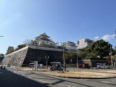 福山駅  福山城は2022年の築城400年に向けて 大規模な改修工事中でした  新幹線の時間まで 駅構内のお土産を物色します