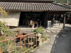 途中、田んぼの中に人がたくさんいるレストランがありました。 後で調べてみたら人気の野菜ビュッフェのお店だったみたい。