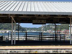 下関駅は ホームから港が見えます  素敵な景色です