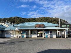 帰りは浜金谷駅近くの金谷港からフェリーに乗り込みます。 今頃になって青空が見えてきた。