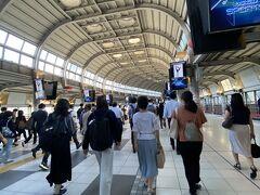 朝の通勤時間と重なってしまった・・・ 徒歩で通勤しているので、毎日こんな人込みの中通勤している人達は大変だなと感心してしまう。