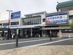 11時前に松本駅に到着しました。  長野県中信地方の中心都市の代表駅で、特急『あずさ』の始発駅だけあって大きな駅です。