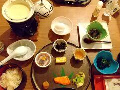 2日目。ホテルめぐま朝食です。豆腐が美味しかった。普通ですね。みそ汁はホタテの稚貝でした。