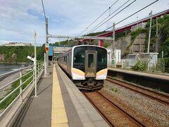 直江津駅で信越本線の長岡行きに乗り換えて青海川駅に到着しました。