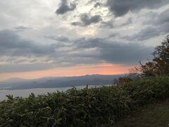 10月4日。 5:15にホテルを出て20分ほどで津別峠展望台施設前に到着。 雲海は見えず。