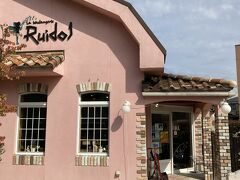 ルイドールさんのお店の外観。可愛らしいピンク色で目立つのですぐに分かります。朝は7時くらいからオープンしているようです。