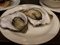 蒸し牡蠣、ここでロックを注文しておいて入れるべきでした 大きな牡蠣です、北海道サイズ