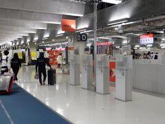 初の成田第3ターミナル搭乗です。ここの主であるジェットスターは厳しい状況でも頑張っているな、と思っていたらJALが50%出資しバックアップしていたのですね。同じターミナルにいたANA系LCCのピーチは2020年10月にANAのある第一ターミナルに移転したそうです。