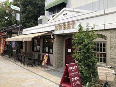 縄手通りにはカフェもあります。
