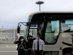 釧路空港到着、バスガイドさん、運転手さんにご挨拶