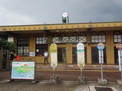 村山駅に着きます。バスで淡島に渡る岩船港の近くまで行きます。(乗合タクシー(700円)もありましたが、瀬波温泉を通過したかったのでバスにしました。)