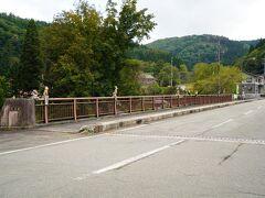 ひるがの分水嶺公園から帰り道  レストラン銀花のそばにある町屋橋です、欄干に動物の彫刻が多数ありました。