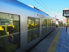 ラビューで所沢まで、そこから西武新宿線で新宿、そして小田急で帰ります  やっぱり大きすぎるくらいすごい窓が特徴