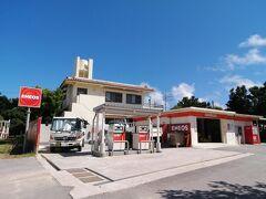 石油販売所。ガソリンスタンドです。島に1つしかありません。 ちなみに1L…207円くらいでした。