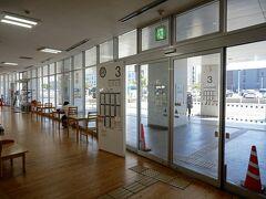佐賀駅を出て徒歩2分。 佐賀のバスターミナルに着いた。  ここから今日のお昼ごはんに向かいます。 向かうのは佐賀ラーメンの「いちげん。」。 佐賀駅からは7キロほど離れているので。 23犬井道・大詫間 方面へ。
