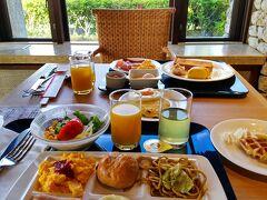 メインダイニング「ニライカナイ」での朝食ビュッフェ。 先ずは洋風メニュー。ゴーヤチャンプル以外は一般的なメニューです。 このあと和食メニューも色々摘んで、いつものことですが食べ過ぎました。