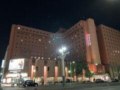 18時過ぎに、今夜のお宿・札幌 東急REIホテルに到着。(外観写真は暗くなってからのものですが)すすきののど真ん中です。 https://www.tokyuhotels.co.jp/sapporo-r/index.html