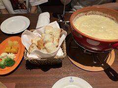 チーズフォンデュ&ステーキ&ワイン ケルン本店 https://www.sapporo-steak-honten.jp/  姪っ子はチーズフォンデュが初めてだったようで。スイス産と北海道産のチーズを食べ比べてみましたが、北海道産の方が美味しかったです☆ このホテルに宿泊しているというと、ソフトドリンクがサービスになりました♪