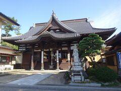 海向寺(本堂)(1200年前、真言宗の空海によって開かれたとの伝承があります。江戸時代より湯殿山信仰を受け継いでいます。)