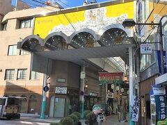櫛田神社のすぐ横は川端通商店街。 結構大きそうな商店街なのでとりあえず歩いてみます。