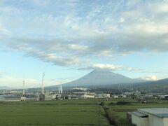 富士市に入ると青空が見え、ついでに富士山も見えてきた。