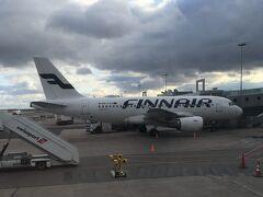 <ヴァンター国際空港>15:28  ヴァンター国際空港到着。 お隣はフィンエアーの機体。 マリメッコ柄の機体が好きです♪