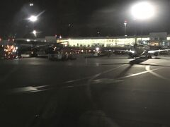 <シェレメーチエヴォ国際空港>19:41  予定より20分ほど遅れて到着。