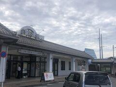 10時半過ぎ、宮津駅下車。降りるのは初めてだな。天橋立には行かないわよ。