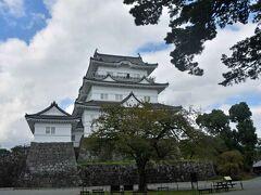 天守閣  石垣からの高さは27.2m。全国第7位。 (第1位は大阪城で41.5m。)