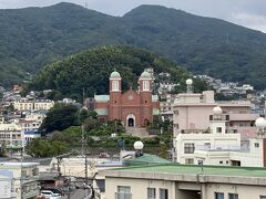 平和公園横の展望台から浦上天主堂をのぞみます。