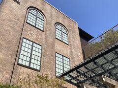 元々の建物は旧京都中央電話局。レトロな部分を残しつつ、新しい風が吹き込まれた新風館でした。
