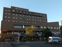 すぐ前が泊まったホテル。