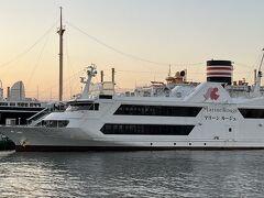 港の方へ来てみると、サザンオールスターズのLOVE AFFAIRという曲で歌われている「マリーンルージュ」を見つけました。 サザンの曲では「マーリンルージュ」と歌っていますが、 正式な名前は「マリーンルージュ」なんですね。