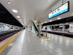 今回の旅は新大阪駅からスタート。新快速に乗って大阪駅を目指します。