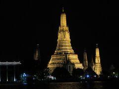 暁の寺院がよく見える場所から撮影