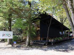 雲場池から旧軽井沢に向かいます。 トラットリアプリモの前を通ったらガーリックのいい香り。 ここは予約できないんだよなぁ。
