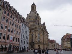 フラウエン教会です。東ドイツ時代には瓦礫の山だったこの教会は、 東西統一後に再建工事が始まり、2005年に完成しました。 あまり大きくはない教会ですが、ノイマルクトのシンボル的存在です。