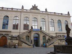 ノイマルクトに面して、ドレスデン交通博物館(Verkehrsmuseum Dresden )があります。 館内には蒸気機関車も展示されているので、行ってみたいのですが、 時間が掛かるので今だ入れず。