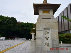 原宿駅横にある神宮橋からスタートします。