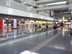 例によって、仕事の都合で午後発  土曜の午後なのに、ガラガラの空港