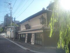 見返り柳の近くに長崎カステラの本家「福砂屋・長崎本店」があります。 今回はお店に入る時間があったので、お土産を購入しようと入店。 今まで食べたことがなかった「オランダケーキ」を購入しました。
