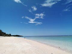 ペー浜を望む。南端まで行きます。 これも意外と距離がある。