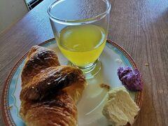 パリパリのクロワッサンが美味しい! パイナップルマーガリンや、紅いもジャムも美味しい!