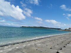 チェックアウトして、東へ向かいます。 海中道路、綺麗ですね\(^-^)/
