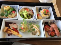 2014の八幡浜編の食事 7年間変わらずレストラン門田のお食事です。