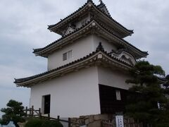 丸亀城、登城、ここまで登り坂きついです