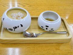 52 やけ食い(笑) この酸ヶ湯、鬼面庵の蕎麦プリンって美味しいんですよね。 甘さひかえめの蜜がいい感じ。 さっき朝食は食べたのに別腹です。450円。