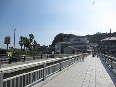 バイクもタダで停められる場所があったのでかなり助かりました。 一応江ノ島弁天橋を歩いて来た風に撮ります。