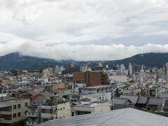 おはようございます。 京都二日目の朝です。  昨日とは打って変わって、今にも雨が降り出しそうな空模様。